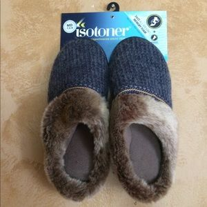 Woman's Isotoner slippers